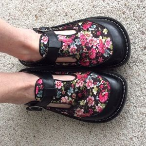 Alegria Shoes - Alegria Classic Clogs. Black Vintage Floral. 38.